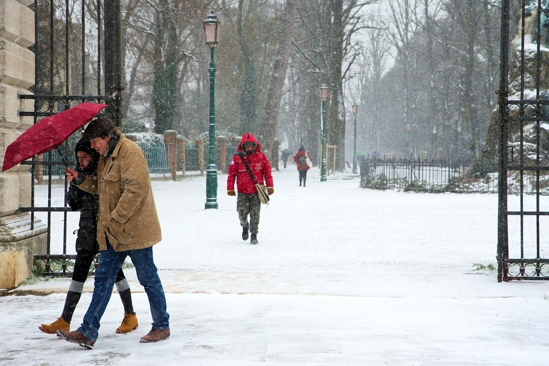 People walking under the snow in Via Garibaldi in Venice
